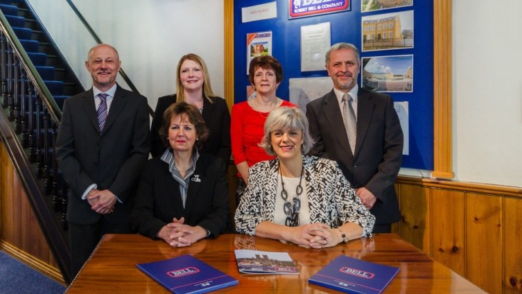 Sales team, ready to look after your property!