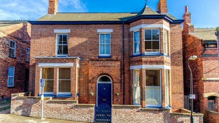 33 Beaumont Fee Lincoln