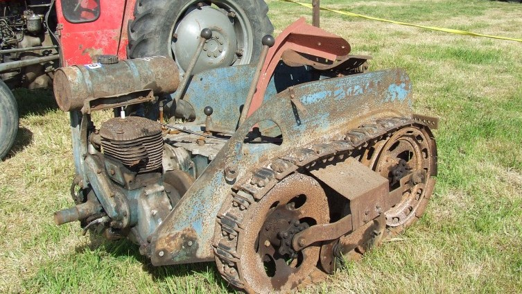 Lot 419: Ransomes MG2 Crawler SOLD £315