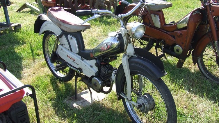 Lot 437: Raleigh Supermatic Moped SOLD £500
