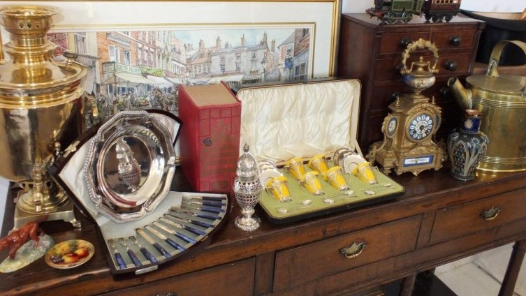 Catalogued Sales of Antiques & Collectables