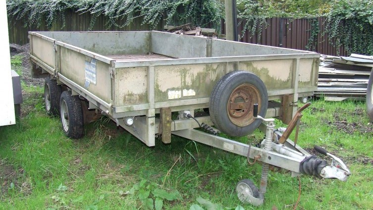 Lot 1076: Ifor Williams twin axle drop-sided trailer