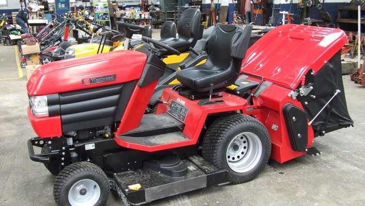 Lot 964: Westwood V25-50HE with grass box