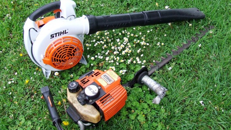 Lots 271/272: Stihl Leaf Blower SOLD £150; Stihl Hedge Cutter SOLD £45