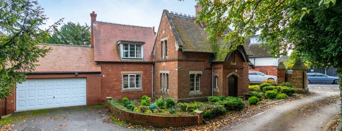 Stonefield Lodge Church Lane Lincoln - just a short walk away from the cathedral. Asking Price £550,000.