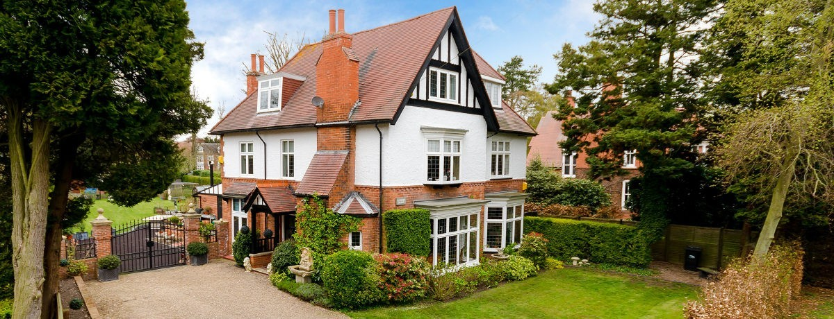 Lindsey House, set to the avenues of Woodhall Spa, a wonderful family  home! - £700,000.