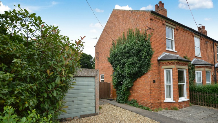 Edwardian property, 2 bedrooms, 2 reception rooms, in the sought-after village of Woodhall Spa