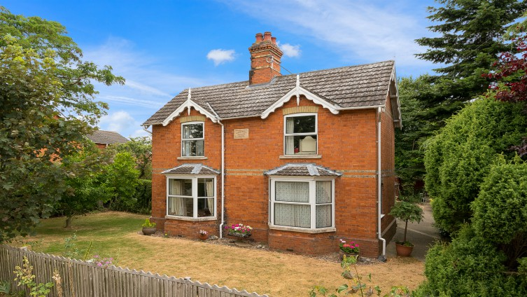 Well presented semi-detached family home