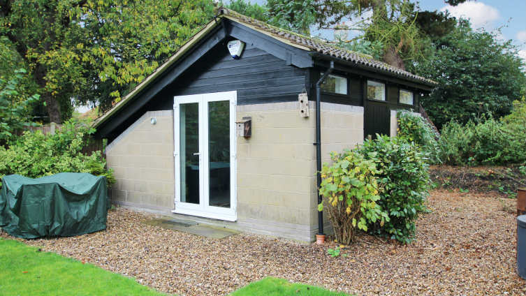 Outstanding architect designed bungalow holton cum for Detached home office