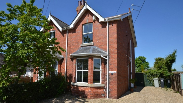 Edwardian semi-detached property, central Woodhall Spa