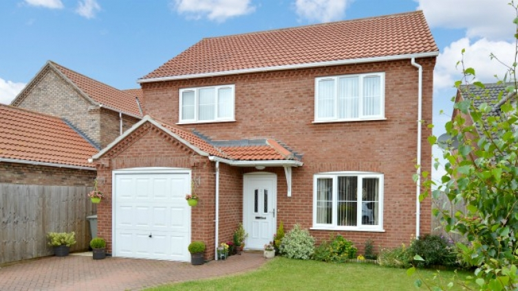 Well presented house with appealing rural views in the Lincolnshire village of Tattershall