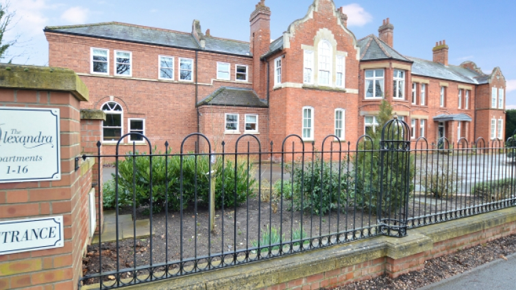 Elegant ground floor apartment, Victorian landmark building in Woodhall Spa