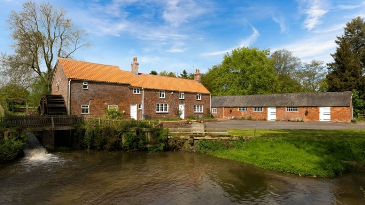 Stockwith Water Mill, Harrington Road, Hagworthingham in over 50 acres