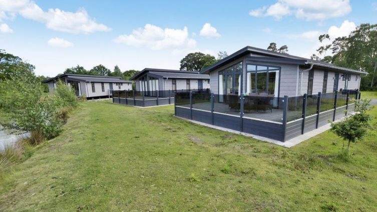 ** New Price, includes park fees until 2022** Casa Di Lusso, Woodhall Country Park Holiday Lodges, S