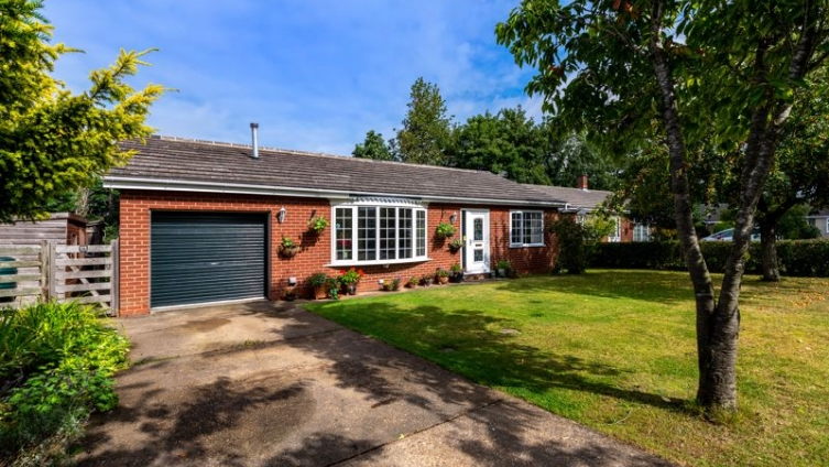 6 Hemingby Way, Horncastle LN9 5FU - 3 Bed bungalow
